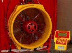 Met Blowerdoor doet Energiekeurplus een luchtdichtheidsmeting in Sneek.