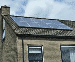 Naar aanleiding van een energieadvies in Assen werden hier 10 zonnepanelen geplaatst
