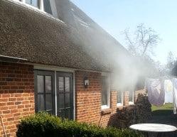 Energiekeurplus gebruikt een blowerdoordtest en rookproef om de plaats van luchtlekken aan te tonen.